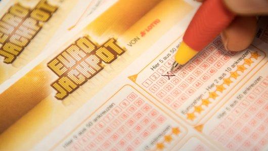 Jeden Freitag um 20 Uhr werden in Helsinki die Zahlen vom Eurojackpot gezogen. (Symbolfoto)