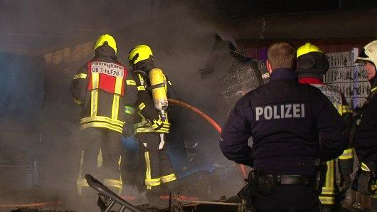 Bei einem schrecklichen Brand sind in der Nacht auf Sonntag zwei Menschen in Oberhausen ums Leben gekommen.