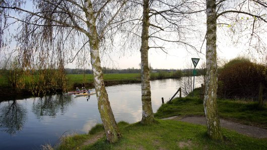 Oberhausen: Eine Familie aus Oberhausen wollte im Kreis Wesel mit einem Kanu auf der Lippe schippern. Doch das wurde schnell zur Gefahr. (Symbolbild)
