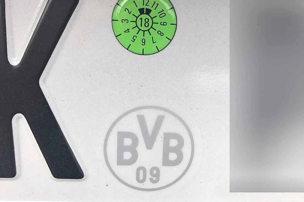 Ein bisschen zu viel echte Liebe: Dortmund-Fan fuhr mit BVB-Logo auf ...