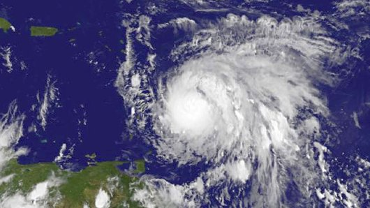"""HANDOUT - Das von der Nasa am 18.09.2017 veröffentlichte Satellitenfoto zeigt Hurrikan """"Maria"""" am 17.09. vor den Kleinen Antillen. Die französischen Karibikinseln Guadeloupe und Martinique bereiten sich auf den Durchzug des Hurrikans """"Maria"""" vor. Die örtliche Präfektur in Guadeloupe teilte mit, dass die Schulen auf der Insel am Montag (Ortszeit) geschlossen bleiben. ACHTUNG:Nur zur redaktionellen Verwendung und nur mit Urhebernennung Foto: Uncredited/NASA/dpa +++(c) dpa - Bildfunk+++"""
