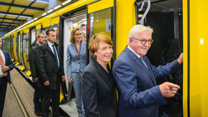 bundespr sident frank walter steinmeier steuert berliner u bahn haben alle berlebt. Black Bedroom Furniture Sets. Home Design Ideas