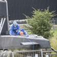 """ARCHIV - Mitarbeiter der Spurensicherung nehmen am 14.08.2017 in Kopenhagen (Dänemark) DNA-Proben des U-Boot """"Nautilus"""". Die norwegische Polizei hat ihre dänischen Kollegen um DNA-Proben des U-Boot-Bauers Madsen gebeten. Ein Kripo-Sprecher sagte am 11.10.2017 gegenüber der norwegischen Nachrichtenagentur NTB, man wolle das genetische Profil des Mannes mit ungeklärten Fällen in Norwegen abgleichen. (zu dpa """"Norwegische Polizei gleicht Madsens DNA mit alten Fällen ab"""" vom 11.10.2017) Foto: Mogens Flindt/AP/dpa +++(c) dpa - Bildfunk+++"""