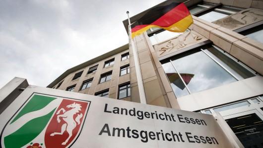 Am Landgericht Essen ist ein Mann angeklagt, weil er einen Flüchtling abgestochen haben soll. (Symbolbild)