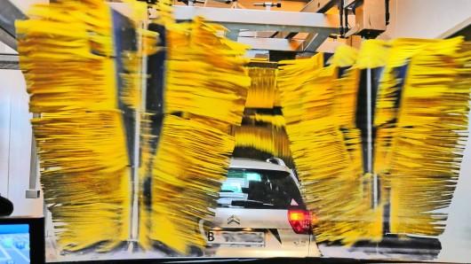 PKW in Waschanlage Autowaschanlage Car in Wash Car wash