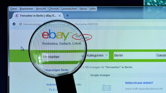 Eine Stewardess sucht auf Ebay-Kleinanzeigen nach Wohnungen – und stößt dabei auf verwerfliche Angebote. (Symbolbild)