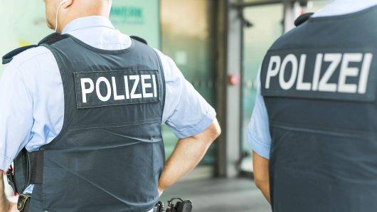 Polizeibeamten der Bundespolizei in schusssicheren Westen am Hauptbahnhof Berlin, 23.06.2017. Berlin Deutschland PUBLICATIONxINxGERxSUIxAUTxONLY Copyright: xMichaelxGottschalk/photothek.netx Police officers the Federal Police in proof West at Central Station Berlin 23 06 2017 Berlin Germany PUBLICATIONxINxGERxSUIxAUTxONLY Copyright xMichaelxGottschalk netx