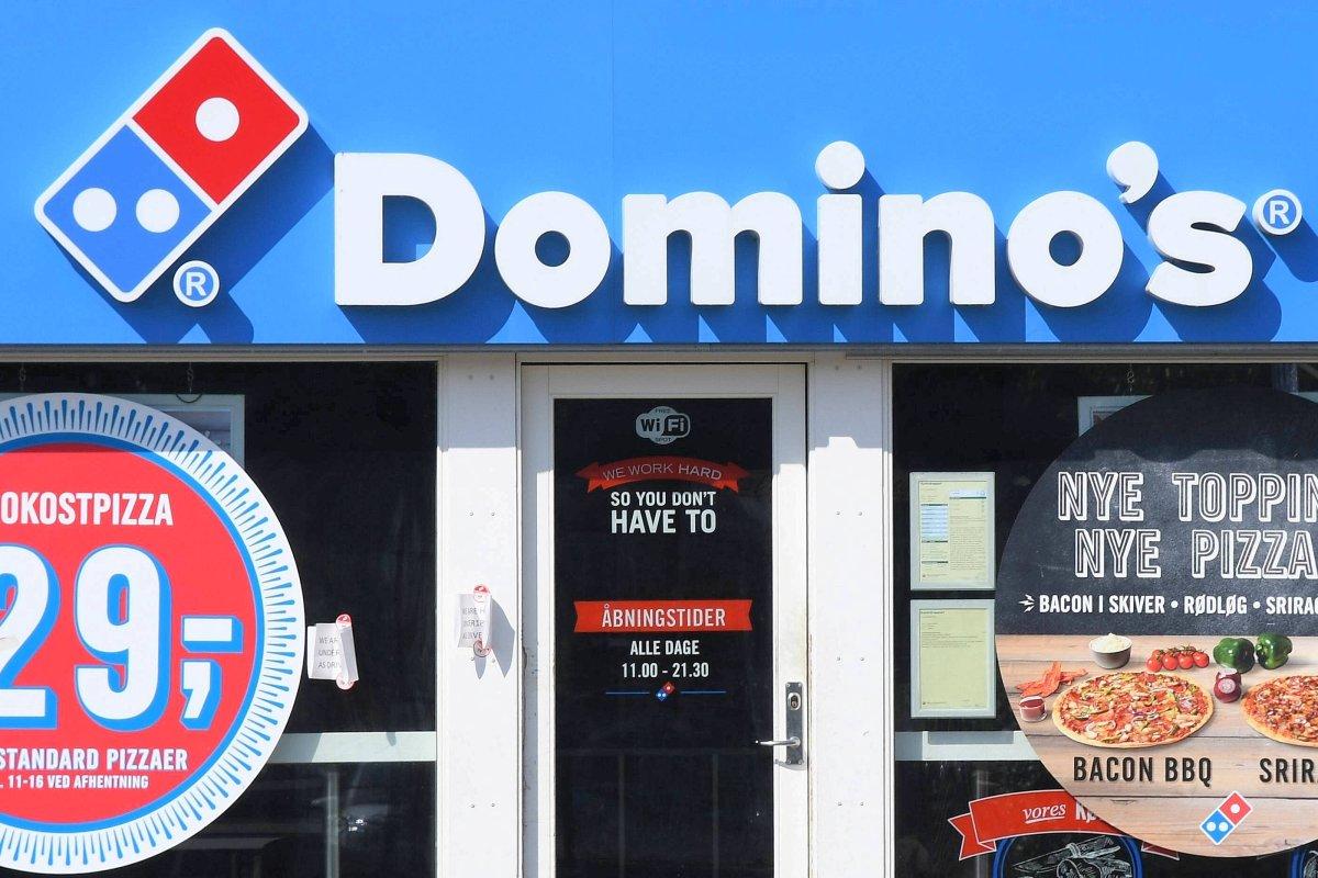 Dominos Bietet Für Logo Tattoo Lebenslange Gratis Pizza