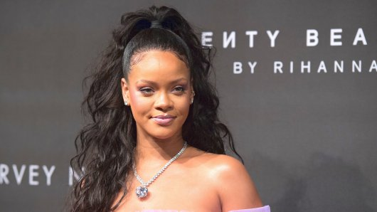 LONDON, ENGLAND - SEPTEMBER 19: Rihanna attends the 'FENTY Beauty' by Rihanna launch at Harvey Nichols Knightsbridge on September 19, 2017 in London, England. (Photo by Chris J Ratcliffe/Getty Images)