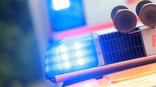 Jugendliche mit lebensgefährlichen Verletzungen ins Krankenhaus gebracht: Polizei sucht rothaarigen Mann