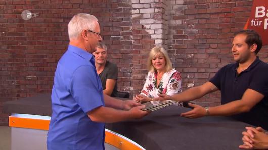 """Volkmar Weber verkaufte zwei Autogramme von Muhammad Ali bei """"Bares für Rares"""" im ZDF."""