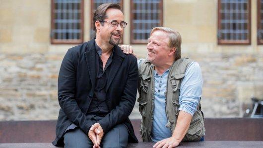 Die Schauspieler Jan Josef Liefers (l) und Axel Prahl bei Dreharbeiten zum Tatort aus Münster.