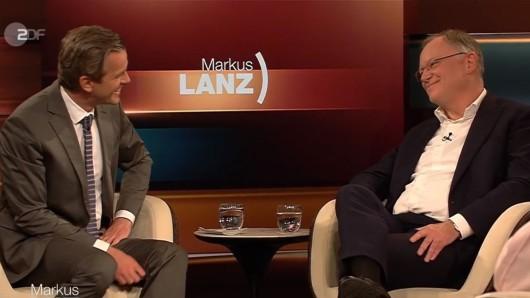 Markus Lanz (l.) erwischt Niedersachsens Ministerpräsident Stephan Weil (r.) eiskalt.