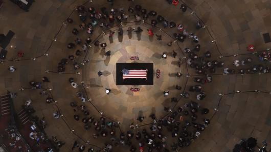 Viele besuchten die Trauerfeier des ehemalige Staatsoberhauptes.