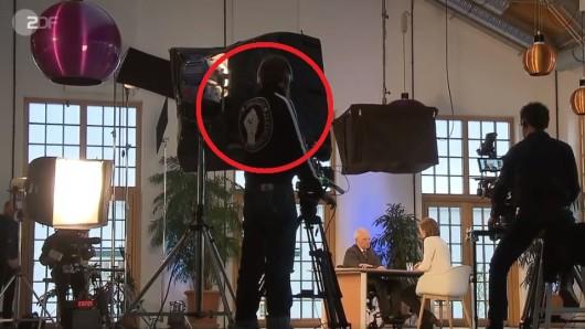 Der Pullover eines ZDF-Kameramanns irritierte einige Zuschauer.