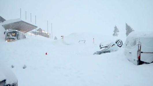 Ein Mann forderte von einem Schneepflugfahrer etwas Ungewöhnliches. (Symbolbild)