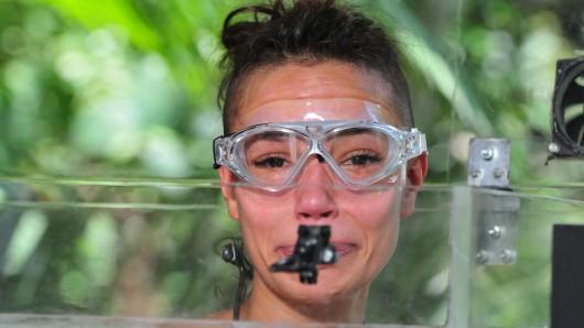Gisele Oppermann heult wieder – und bricht die nächste Dschungelcamp-Prüfung ab.