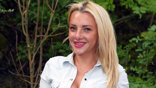Dschungelcamperin Evelyn Brudecki verliert vielleicht ihren Führerschein. Vor Gericht am Mittwoch überraschte ihr Anwalt mit einer Aussage über ihre Intelligenz.