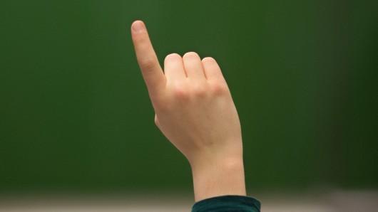 Eine Lehrerin hält die Notengebung für problematisch und hat deshalb einen Entschluss gefasst. (Symbolbild)