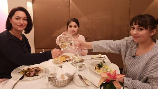 Familie Raspa beim Abendessen im Sterne-Restaurant.