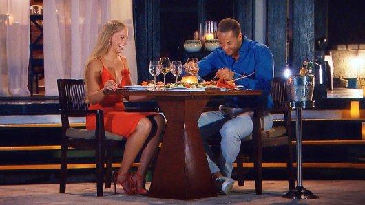 Der Bachelor und Vanessa beim Abendessen.