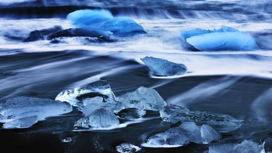 Der Jökulsárlón ist Islands größter und bekanntester See aus einer ganzen Reihe von Gletscherseen. Mit 248 Metern ist er außerdem Islands tiefster See.
