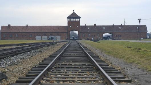 Die Schienen, auf denen die Gefangenen transportiert wurden sind ein beliebtes und vor allem fragliches Motiv für Instagram.