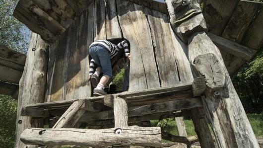 Beim Spielen hat ein kleiner Junge in München eine schockierende Entdeckung in einem Unterstand gemacht. (Symbolfoto)