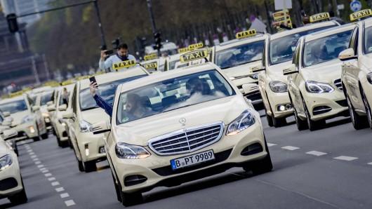 Lyft, Uber, Mytaxi und co sind eine bequeme Alternative zum traditionellen Taxi – doch bringen ganz eigene Gefahren mit sich. (Symbolfoto)