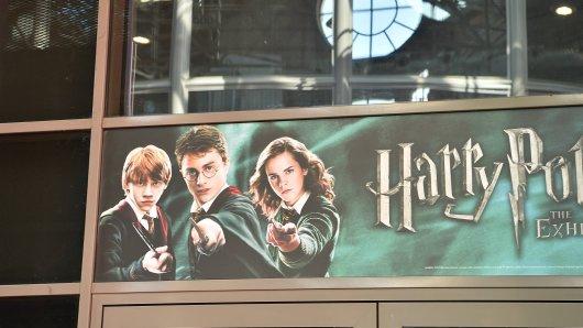 Eine Erstausgabe von einem Harry Potter Band ist Tausende Euro wert.