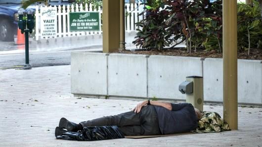 """Immer wieder finden sich Obdachlose zum Schlafen in der Parkanlage beim """"Lake Pavillon"""" ein."""