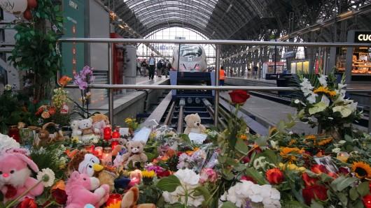 """Nach dem Unglück am Hauptbahnhof im Frankfurt meldet sich nun eine Zeugin zu Wort: """"Ich höre den Schrei noch...""""."""