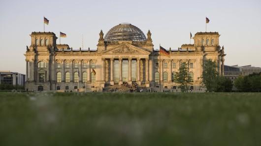 Die Bundestagswahl 2021 wird spätestens am 24. Oktober 2021 stattfinden.