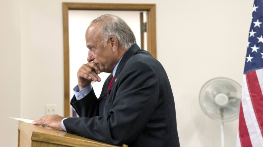 Steve Arnold King sorgt immer wieder mit fragwürdigen Aussagen für Aufsehen. Am Mittwoch schockte er mit seinen Ansichten zum Thema Abtreibungen bei Inzest- und Vergewaltigungsopfern.