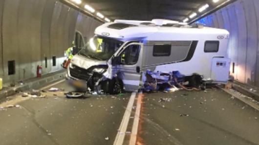 Im Gotthard-Tunnel kam es zu einem heftigen Crash.