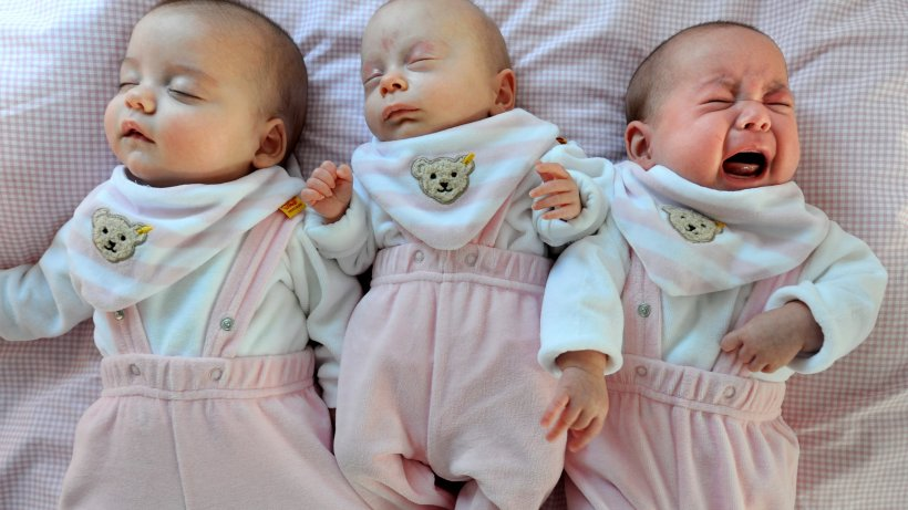 erziehung kuscheln oder alleine schlafen irrt mer zum babyschlaf gesundheit. Black Bedroom Furniture Sets. Home Design Ideas