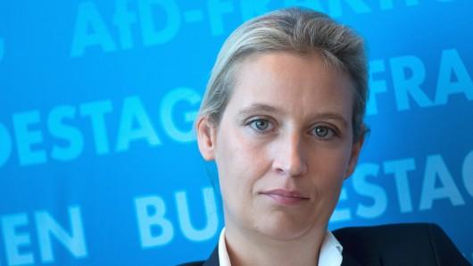 11.09.2018, Berlin: Alice Weidel, Vorsitzende der AfD-Bundestagsfraktion, sitzt bei einer Pressekonferenz im Deutschen Bundestag. Foto: Bernd von Jutrczenka/dpa +++ dpa-Bildfunk +++