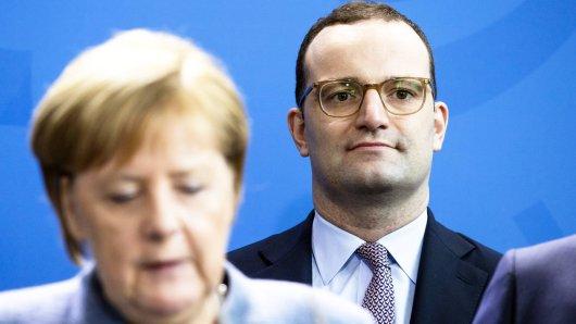 Jens Spahn greift die Bundesregierung wegen des Umgangs mit dem UN-Migrationspakt an.