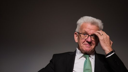 Die SPD ist empört: Mit dem Helikopter zu einer Wanderung reisen? Winfried Kretschman (Die Grünen) findet das wohl legitim.