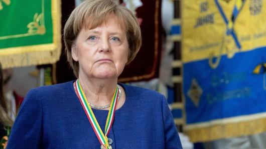 Angela Merkel hat beim Karneval 2019 einen Jubiläjumsorden umgehängt bekommen.