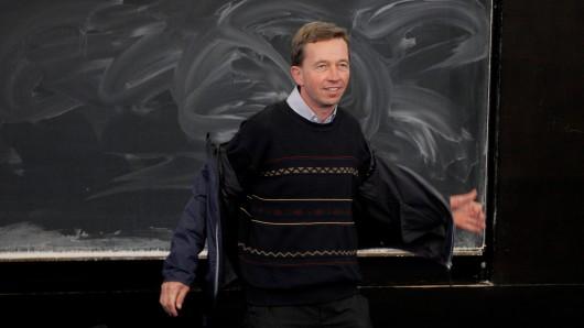 Schon wieder! Auch die zweite Vorlesung von Bernd Lucke an der Uni Hamburg endet frühzeitig. Erneut kam es zu Protesten gegen den ehemaligen AfD-Mitgründer.