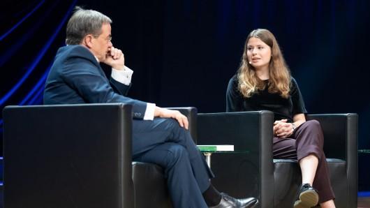 Auf der Frankfurter Buchmesse traf Fridays for Future Aktivistin Luisa Neubauer auf Ministerpräsident Armin Laschet.