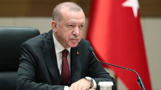 Der türkische Staatspräsident Recep Tayyip Erdogan am Montag vor seiner Abreise nach Kiew. Der innenpolitische Gegenwind für ihn wird größer.