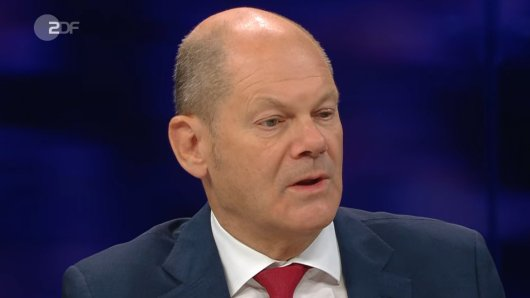 Man sieht es dem SPD-Kanzlerkandidaten Scholz an: Die spöttische Bemerkung von Illner ist bei ihm nicht auf Gegenliebe gestoßen...