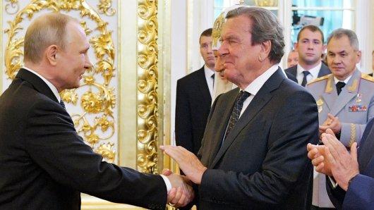 Gerhard Schröder suchte sonst stets die Nähe zu Russlands Machthaber Putin.