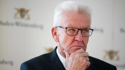 """Der grüne Ministerpräsident Winfried Kretschmann wird im ZDF-Magazin """"Frontal 21"""" für seine Energiepolitik hart kritisiert."""