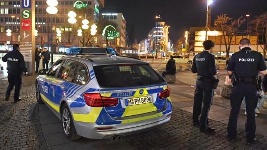 In Bayern gibt es bereits schon länger nächtliche Ausgangssperren, die von der Polizei überwacht werden.