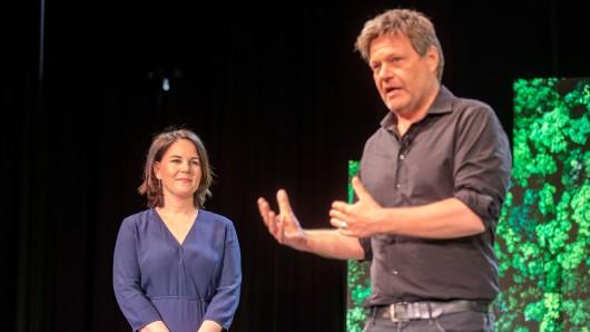 Robert Habeck musste Annalena Baerbock den Vortritt überlassen. Hier verkündet er ihre Kanzlerkandidatur am Montag.