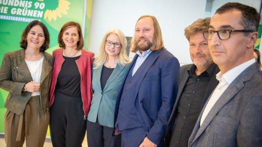 Bereit für Grün-Schwarz? Spitzenpolitiker der Grünen um Kanzlerkandidatin Annalena Baerbock. Rechts im Bild: Cem Özdemir.