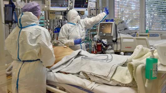 Corona-Erkrankte, die auf der Intensivstation behandelt wurden, leiden unter einer besonderen Langzeitstörung. (Symbolfoto)